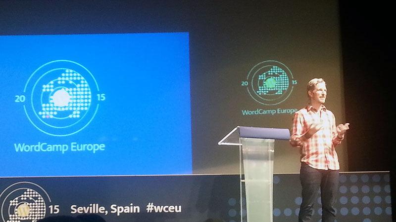 Matt contestando preguntas en WordCamp Europe 2015